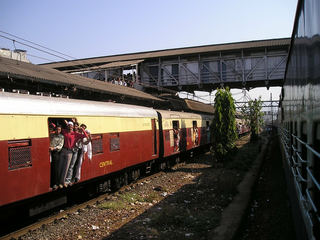 5 reasons why we love the Mumbai local trains
